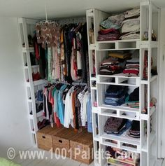 szafa1 600x605 Pallet wardrobe in pallet furniture pallet bedroom ideas  with Wardrobe Pallets Furniture