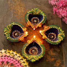 Diwali Decoration Items, Thali Decoration Ideas, Diwali Decorations At Home, School Decorations, Diwali Craft, Diwali Rangoli, Diwali Gifts, Diwali Painting, Diya Designs