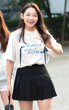 Kang Mina Kpop Girl Groups, Korean Girl Groups, Kpop Girls, Round Haircut, Kim Chungha, Relaxed Outfit, Girl Bands, Kpop Outfits, Korean Actresses