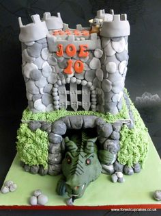 ***MY CAKE***  This is the finished cake I made based on the dragon theme.The dragon was actually made by my husband!