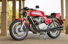 A Glorious Noise: 1975 MV Agusta America - Classic Italian Motorcycles - Motorcycle Classics Vintage Bikes, Vintage Motorcycles, Custom Motorcycles, Mv Agusta, Classy Cars, Motosport, Racing Motorcycles, Classic Italian