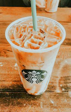 Bebidas Do Starbucks, Starbucks Drinks, Healthy Starbucks, Aesthetic Coffee, Aesthetic Food, Bubble Tea, Yummy Drinks, Yummy Food, Starbucks Recipes
