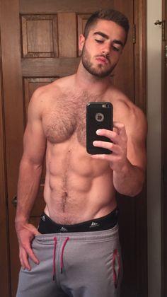 Oberkörper Mann Selfie