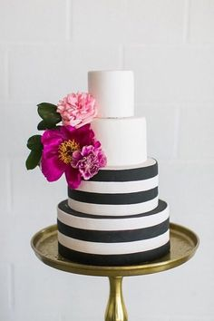 6 Wedding Cake Trends in 2020 Black And White Wedding Cake, Black Wedding Cakes, Striped Wedding, Black White, Kate Spade Cake, Wedding Cake Centerpieces, Fresh Flower Cake, Traditional Cakes, Cake Trends
