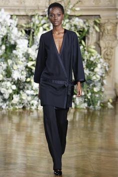Vanessa Seward Fall 2016 Ready-to-Wear Fashion Show  http://www.theclosetfeminist.ca/  http://www.vogue.com/fashion-shows/fall-2016-ready-to-wear/vanessa-seward/slideshow/collection#29