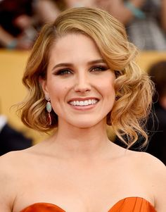 Sophia Bush pulling off an incredible short hair curled do - we're in love! Old Hollywood glamour could not be more perfect for Awards hair! #sagawards #sophiabush #hair #curls #shorthairideas