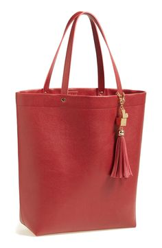 Obsessed with this tote right now.