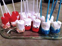 Marshmellows mit Gesicht Funny Food, Food Humor, Bunt, Party, Desserts, Food Coloring, Amazing, Face, Bakken