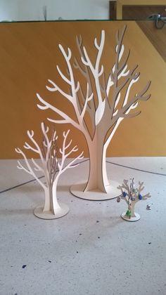 DAL PIu' GRANDE AL PIU' PICCOLO ;) Ecco i nostri Alberi di pasqua da utilizzare e decorare come meglio credete! L'albero grande da un metro può essere anche utilizzato come #TABLEAU #MIRAGE per il matrimonio!! Sarà una bella novità! O anche come albero delle #stagioni! Poi ovviamente ognuno potrà personalizzarlo a piacimento! ALBERO DI PASQUA CON BASE D'APPOGGIO dimensione 1 metro - cm 50 - cm 20 COD. ARTICOLO 0101