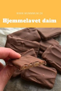 Hjemmelavet Daim chokolade - Easy For Beginners Sweet Recipes, Snack Recipes, Dessert Recipes, Cake Recipes, Köstliche Desserts, Delicious Desserts, Yummy Food, Chocolate Pack, Homemade Chocolate