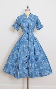 ➳ vintage 1950s dress  * blue cotton * black & white antique glassware novelty print * black button front * by Betty Barclay  condition | excellent fits like large  length 45 bodice length 16 bust 40 waist 30 sleeves 9 hem allowance 1.25  some clothes may be clipped on dress form to show best fit for appropriate size.  ➳ shop http://www.etsy.com/shop/millstreetvintage?ref=si_shop  ➳ shop policies http://www.etsy.com/shop/millstreetvintage/...