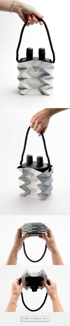 well - this is something different and I certainly have never seen this before - Have you?  A collapsible bag - Would LOVE to have you commission me to do one for YOU www,discoutshoppingbags.com    866-296-7130