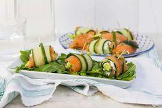 Zalm-komkommerrolletjes met avocado