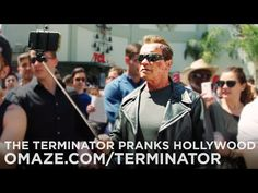 Arnold Schwarzenegger Pranks Fans By Posing As A Wax Terminator - It's All The RageIt's All The Rage