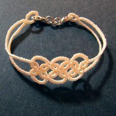 【タティング】ブレスレット①【ブレード】の作り方 There is a free visual pattern, even if you don't speak Japanese. A simple but cute bracelet pattern.