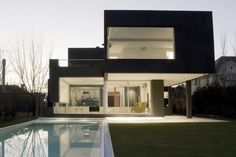 The Black House (La Casa Negra) - Andres Remy Arquitectos - Argentina Modern Minimalist House, Modern House Design, Minimalist Interior, Minimalist Bedroom, Style At Home, Waterfall House, Design Exterior, Modern Exterior, Black Exterior