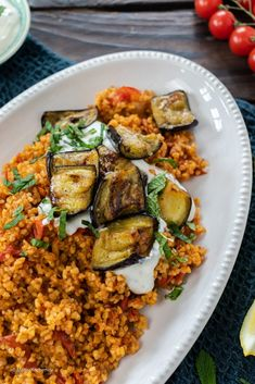 Bulgur with tomatoes, eggplants and yogurt - Bulgur with tomatoes, eggplants an. Bulgur with tomat Healthy Chicken Recipes, Easy Healthy Recipes, Vegetarian Recipes, Easy Meals, Pasta Recipes, Cooking Recipes, Yogurt, Clean Eating, Healthy Eating