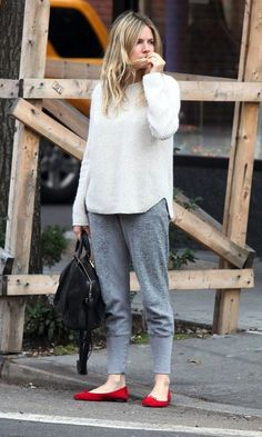 Sienna Miller // Sunday causal in a  ribbed knit, sweatpants & red flats #style #fashion #celebrity