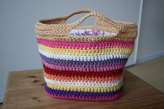 Hair toy basket (pattern) on The Yarn Box Crochet Tote, Crochet Handbags, Crochet Purses, Knit Or Crochet, Crochet Crafts, Crochet Projects, Crochet Baskets, Double Crochet, Granny Stripes
