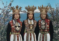 Vintage photo from Hardanger, Norway, 3 ladies wearing traditional bridal costumes