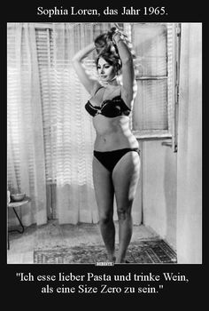Sophia Loren said she would much rather eat pasta and drink wine then be a size zero. Hollywood Glamour, Classic Hollywood, Old Hollywood, Divas, Carlo Ponti, Belle Silhouette, Cinema Tv, Size Zero, Size 10