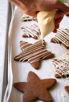 White Chocolate Gingerbread Star Cookies on We Heart It Christmas Cookies Gift, Christmas Sweets, Christmas Gingerbread, Christmas Cooking, Christmas Chocolate, Gingerbread Houses, Christmas Recipes, Halloween Cookies, Chewy Gingerbread Cookies