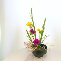 #池坊 #いけばな教室 #ロンドン #自由花 #ikebana  #ikebanaclass #london #japaneseflowerarrangement #moribana Arranged by Rosemary