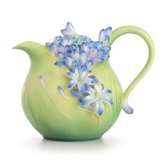 The Franz porcelain collection includes porcelain tableware, vases, figurines and exquisite jewelry. Franz Collection is reviving Chinese porcelain art with stunning botanical, wildlife, and Van Gogh collections. White Lily Flower, Blue Flowers, Cascading Flowers, Flower Tea, Teapots Unique, Keramik Vase, Teapots And Cups, My Cup Of Tea, Tea Service