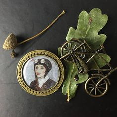 Brooch AVIATOR Ø ,bronze or silver ©Svetlana Kurmaz Could be a lovely stylish gift for women . Price 40 euros + delivery from Prague at your place. Buy Art Online, Twiggy, New Words, Limited Edition Prints, Figurative Art, Art Art, Gifts For Women, Art Gallery, Delivery