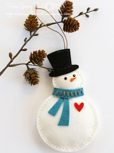 felt fabric ornament christmas sew sewing snowman Pam Sparks Felt Snowman with heart hat scarf (memorybox die? Felt Christmas Decorations, Felt Christmas Ornaments, Handmade Ornaments, Handmade Christmas, Christmas Crafts, Etsy Christmas, Christmas Nativity, Beaded Ornaments, Snowman Ornaments