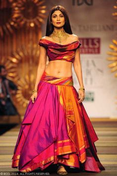 Shilpa Shetty walks the ramp for designer Tarun Tahiliani on Day 1 of Wills Lifestyle India Fashion Week (WIFW) autumn-winter (AW) held in Delhi, on March Indian Attire, Indian Wear, Ethnic Fashion, Asian Fashion, Fashion Goth, Fashion Beauty, Indian Dresses, Indian Outfits, Churidar