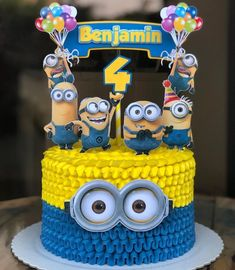 Bolo dos Minions: 120 fotos + tutoriais com toda a simpatia das criaturas 14th Birthday Cakes, Baby First Birthday Cake, Minion Birthday, Minion Party, Bolo Laura, Minion Cupcake Toppers, Bolo Minion, Creative Cake Decorating, Birthday Party Decorations Diy
