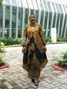 Chantek nian Kaftan Batik, Batik Kebaya, Kebaya Dress, Blouse Batik, Batik Dress, Muslim Fashion, Ethnic Fashion, Hijab Fashion, Traditional Fashion