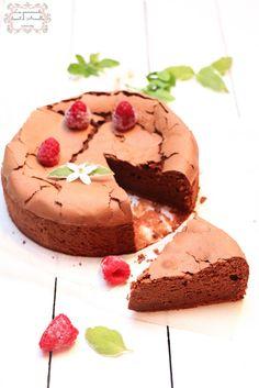 Gâteau au chocolat Bellevue de Christophe Felder | sans beurre © Les Gourmands {disent} d'Armelle Ce gâteau a fait pas mal le tour de la blogosphère et est plus ou moins approprié. Il est sans reproche car pas de beurre, et super moelleux. Le seule souci...
