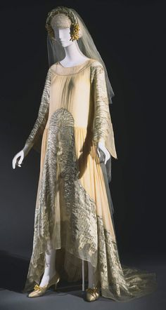 Wedding Ensemble, Dress: silk georgette and tulle with silver lamé appliqué and silk and metallic thread embroidery; Slip: silk satin with metallic lace; Headpiece: silver lamé with wax orange blossoms, Jeanne Lanvin, 1925 Jeanne Lanvin, Vintage Outfits, Vintage Gowns, Vintage Bridal, Vintage Clothing, 1920 Style, Look Gatsby, French Fashion, Vintage Fashion