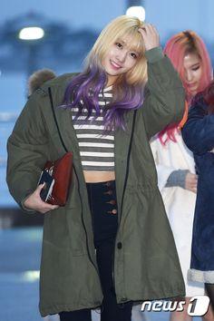 She's so pretty ♥ momo hair Purple Ombre, Purple Hair, Ombre Hair, Blonde Hair, Violet Hair, Kpop Girl Groups, Korean Girl Groups, Kpop Girls, Pretty Slime