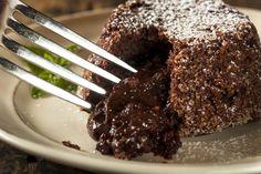 How to Bake Domino's Chocolate Lava Cake Recipe in 2019 Food brownie dominos - Brownie Lava Cake Recipes, Pudding Recipes, Brownie Recipes, Dessert Recipes, Dessert Ideas, Easy Chocolate Lava Cake, Molten Chocolate, Chocolate Pudding, Pastries