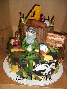 Duck Dynasty Cake... Lauren needs to make this for Brett's birthday