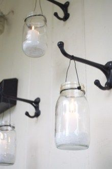 Use wall hooks to hang mason jars and create soft candle light on your outdoor p Use ganchos de pared … Mason Jar Sconce, Hanging Mason Jars, Mason Jar Lighting, Small Porches, Small Patio, Diy Patio, Backyard Patio, Patio Ideas, Pergola Patio