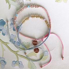 I dag kan du købe vores Anni Lu x ELLE 'MOM' bracelet som er skabt ud fra et fælles ønske om at bidrage til kampen mod kræft  ELLE og Anni Lu-grundlægger @hellevp har investeret egne ressourcer i 'MOM' armbåndet så alle indtægter kan gå ubeskåret til @kraeftensbekaempelse Armbåndet fås i grå og rosa og koster 250 kr. Køb det til din mor eller dig selv og støt en god sag Armbåndene kan købes hos @birgerchristensen @befashionablecom og på ELLE.dk/annilu  #anniluxELLE #MOMbracelet #fightcancer…