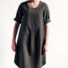 The Ellis & Hattie Dress sewing pattern by Merchant and Mills, gives you two dresses for the price of one! Ellis has a more feminine fit & Hattie is drop waisted, both feature four decorative neck darts. Japanese Sewing Patterns, Modern Sewing Patterns, Clothing Patterns, Pdf Patterns, Linen Dress Pattern, Sewing Clothes, Dress Sewing, Diy Dress, Merchant And Mills