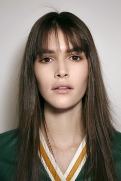 20 inspirations to adopt the long bangs - Trend Hair Makeup Ideas 2019 Morning Hair, Good Morning, Hairstyles With Bangs, Easy Hairstyles, Curly Hair Cuts, Curly Hair Styles, Hair Color Underneath, Split Ends Hair, Easy Curls