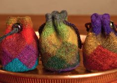 These felted entrelac pouches cinch with drawstrings and are perfect as key fobs. These little felted bags are worked in entrelac in the round with a variegated wool that creates watercolor effects. Nuno Felting, Needle Felting, Knitting Projects, Knitting Patterns, Knitted Bags, Felted Bags, Felt Art, Felt Crafts, Wool Felt