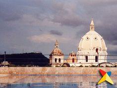Cartagena era inmensa, con un precioso palacio que servía de cabildo y de residencia para el gobernador, mansiones señoriales blasonadas, casa de armas, casas reales para los jueces y oficiales, cárcel pública