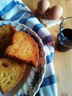 Tradizione Culinaria Sarda: Pani Dorau Meglio delle patatine fritte. Meglio di una frittata. Insomma, un piatto saporito che per tanti era la merenda a casa dei Nonni. Su Pani o Pai Dorau o Indorau è una ricetta semplice che ricicla il p #cucina #riciclo