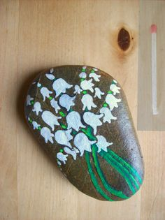 Handpainted Lily of the Valley stone Pebble Painting, Pebble Art, Stone Painting, Rock Painting, Stone Crafts, Rock Crafts, Arts And Crafts, Painted Rocks Craft, Painted Stones