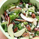 ¿Algo verde? Esta ensalada de espinacas con manzana y queso de cabra es la solución ☺ #food #foodie #recetas #recipes #saludable #veggy #vegetariano #ensalada #salads #foodlover #cooking #comida