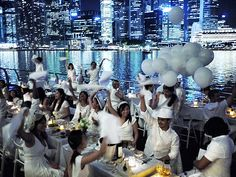 diner en blanc, all guests wear white Dinner Outfits, Le Diner, Secret Places, All White, Photos, Pictures, Affair, Singapore, Picnic