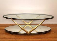 Mesa de Centro fabricada en bronce, con espejo en la parte inferior y cristal en la parte superior