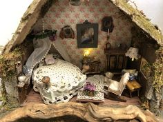 A romantic place for fairies Fairy Bedroom, Garden Bedroom, Bedroom Loft, Home Bedroom, Fairy Garden Houses, Fairy Gardens, Miniature Dollhouse Furniture, Dollhouse Miniatures, My Mini Mixieqs
